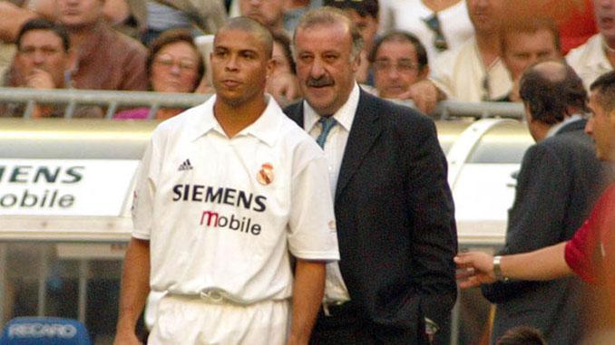 Ronaldo junto a Vicente del Bosque el día de su debut con el Real Madrid - Odio Eterno Al Fútbol Moderno