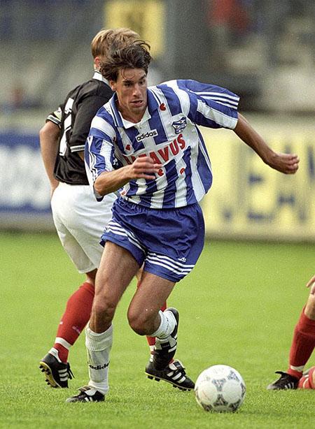 Ruud Van Nistelrooy con la camiseta del Heerenveen - Odio Eterno Al Fútbol Moderno