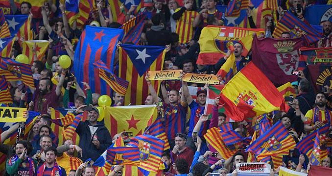 Aficionados del FC Barcelona durante una de las finales de Copa en las que se silbó el himno español - Odio Eterno Al Fútbol Moderno