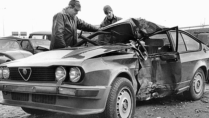 estos del coche de Lutz Eigendorf tras el accidente - Odio Eterno Al Fútbol Moderno