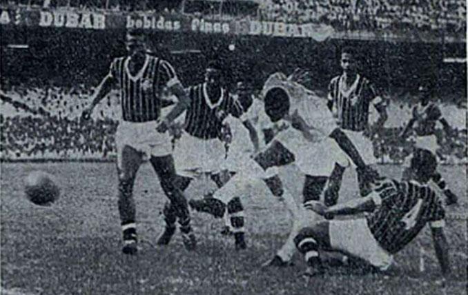 """Una de las pocas imágenes existentes del """"gol de placa"""" de Pelé - Odio Eterno Al Fútbol Moderno"""