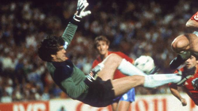 Las medias de Arconada suscitaron una gran polémica en el Mundial de 1982 - Odio Eterno Al Fútbol Moderno