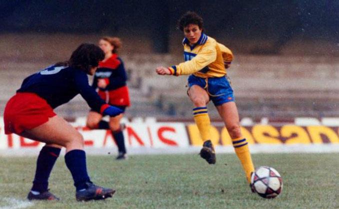 Conchi Sánchez en un partido con el Hellas Verona - Odio Eterno Al Fútbol Moderno