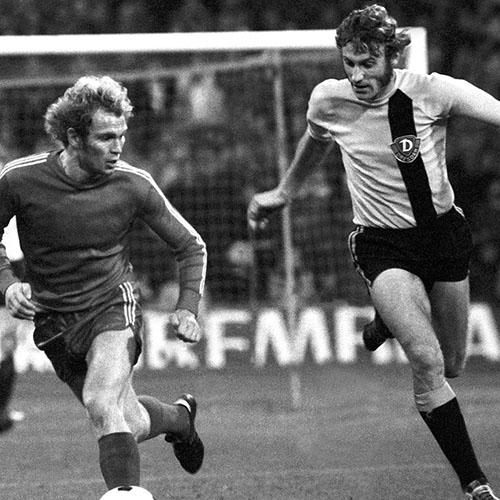 El mítico Eduard Geyer durante un partido con el Dinamo Dresde - Odio Eterno Al Fútbol Moderno