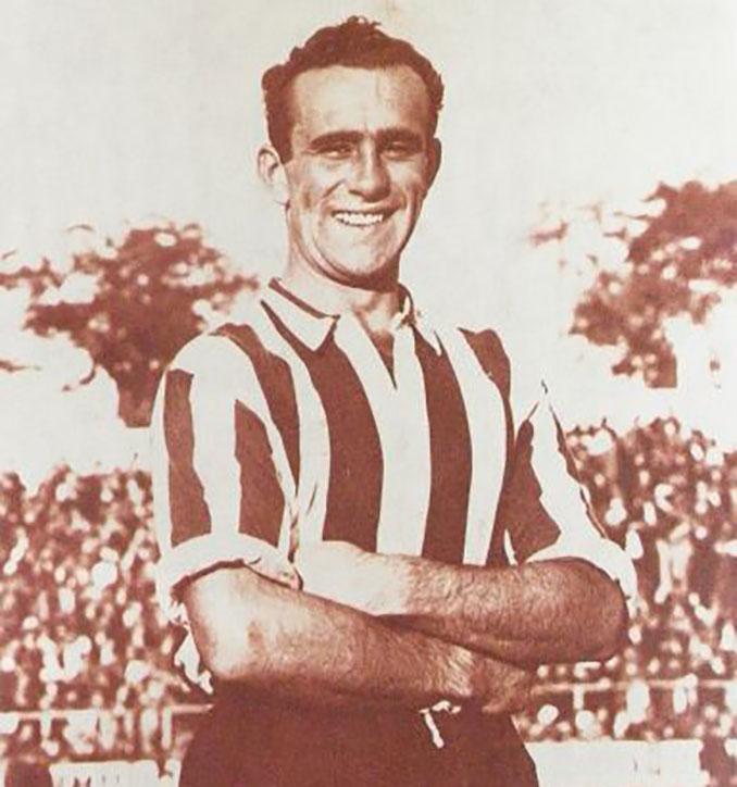 Fernando Vigueras con la camiseta de Atlético de Madrid - Odio Eterno Al Fútbol Moderno