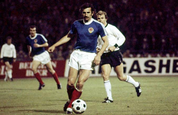 Josip Katalinski en un partido con Yugoslavia - Odio Eterno Al Fútbol Moderno