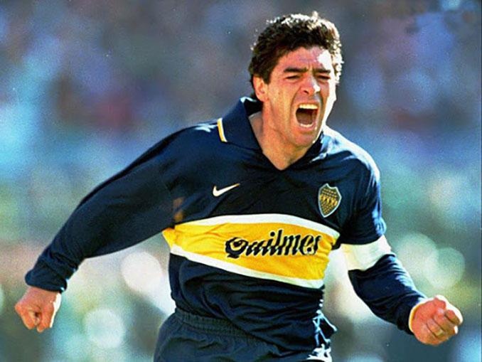 Maradona con la polémica camiseta de Boca Juniors de 1996 - Odio Eterno Al Fútbol Moderno
