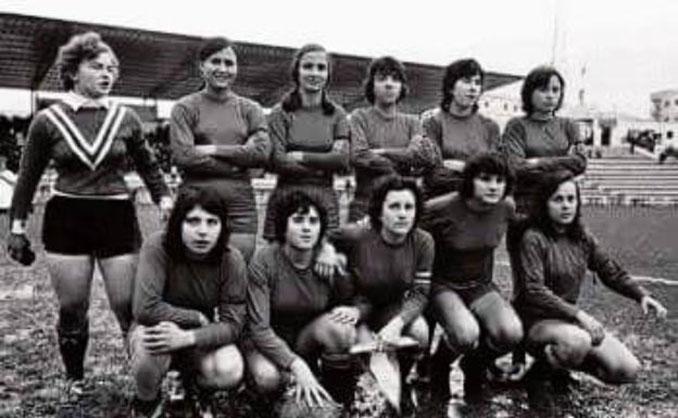 Selección Española Femenina de Fútbol en su primer partido disputado en 1971 - Odio Eterno Al Fútbol Moderno