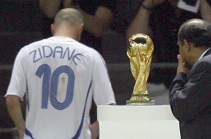 El cabezazo de Zidane a Materazzi fue su última imagen sobre un terreno de juego - Odio Eterno Al Fútbol Moderno