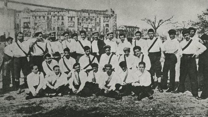Franja en la camiseta del Real Madrid en el primer partido de su historia - Odio Eterno Al Fútbol Moderno