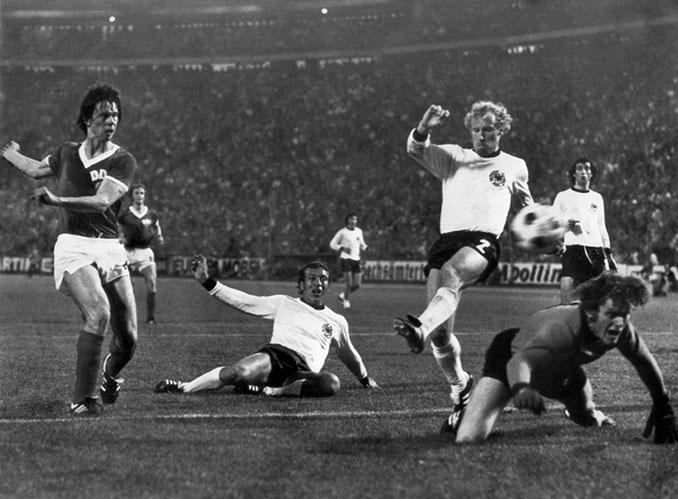 Sparwasser dio la victoria en el enfrentamiento de las dos Alemanias en el Mundial de 1974 - Odio Eterno Al Fútbol Moderno