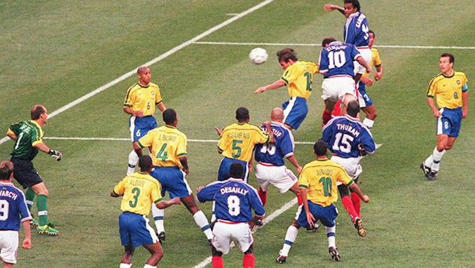 Zidane marcó dos goles de cabeza en la final del Mundial de 1998 - Odio Eterno Al Fútbol Moderno