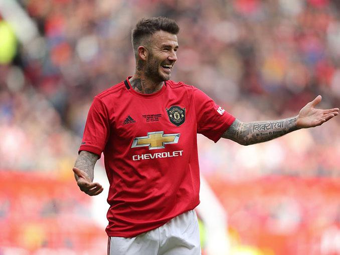 """Beckham con la camiseta del Manchester United que conmemoró el 20 aniversario del """"trébol"""" - Odio Eterno Al Fútbol Moderno"""