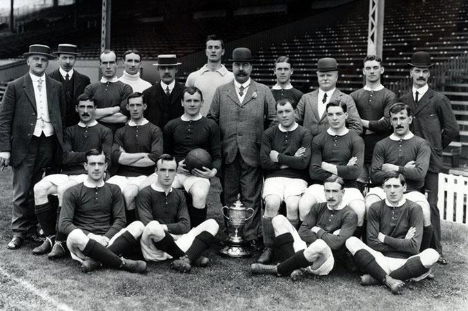La camiseta del Manchester United es roja desde su fundación en 1902 - Odio Eterno Al Fútbol Moderno