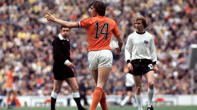 """Johan Cruyff con el """"14"""" en el Mundial de 1974 - Odio Eterno Al Fútbol Moderno"""
