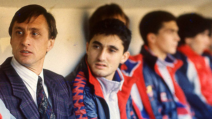 Johan Cruyff y Ernesto Valverde en el banquillo del FC Barcelona - Odio Eterno Al Fútbol Moderno