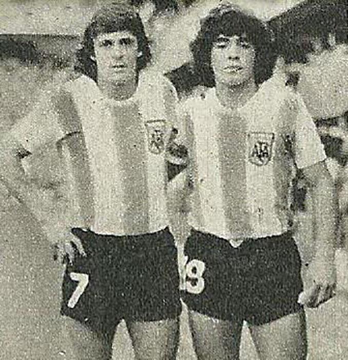 René Houseman y Maradona con la camiseta de Argentina - Odio Eterno Al Fútbol Moderno