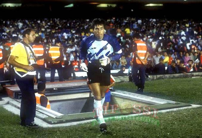 """El """"Cóndor"""" Roberto Rojas saltando a Maracaná aquel 3 de septiembre de 1989 - Odio Eterno Al Fútbol Moderno"""