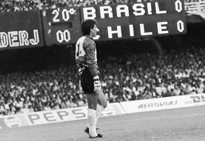 Roberto Rojas en el Brasil vs Chile de 1989 - Odio Eterno Al Fútbol Moderno