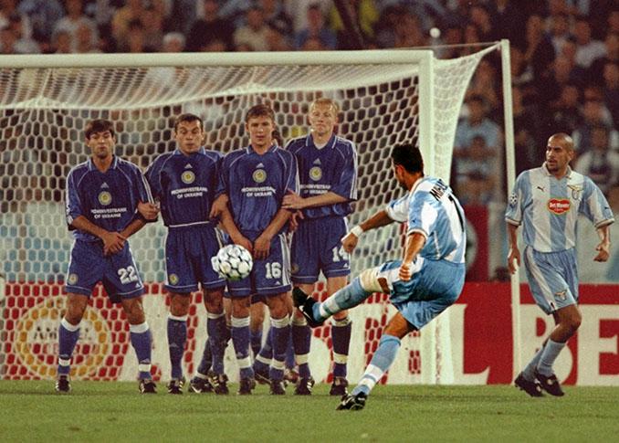 Sinisa Mihajlovic el único futbolista que ha logrado un hat trick de libre directo - Odio Eterno Al Fútbol Moderno