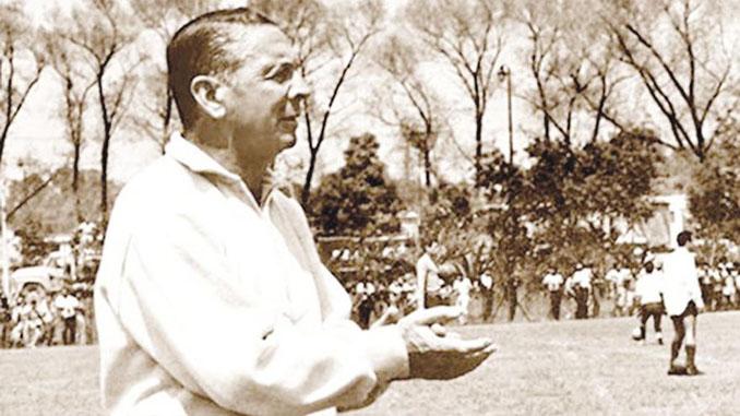 Alejandro Scopelli durante su etapa como entrenador - Odio Eterno Al Fútbol Moderno