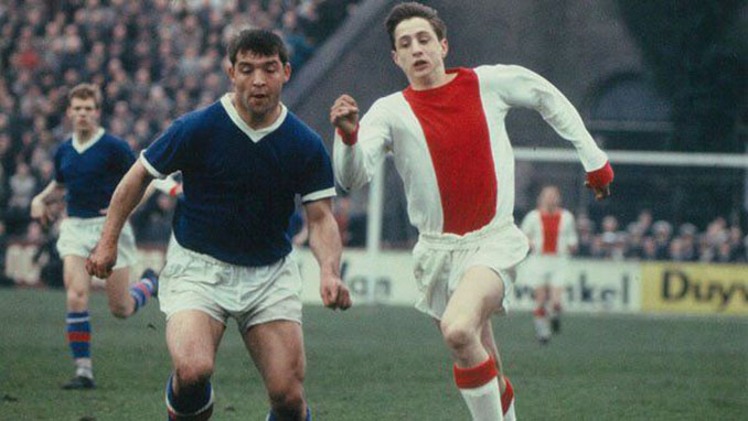 Johan Cruyff en su debut con el Ajax de Ámsterdam - Odio Eterno Al Fútbol Moderno