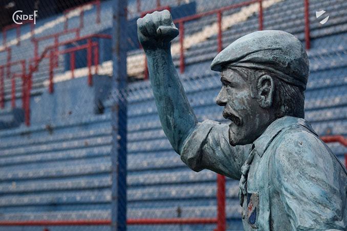 Monumento a Prudencio Miguel Reyes, el primer hincha de la historia - Odio Eterno Al Fútbol Moderno