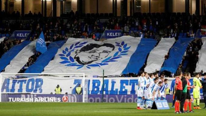 Pancarta de Aitor Zabaleta en Anoeta - Odio Eterno Al Fútbol Moderno