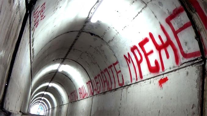 Túnel de vestuarios del Pequeño Maracaná - Odio Eterno Al Fútbol Moderno