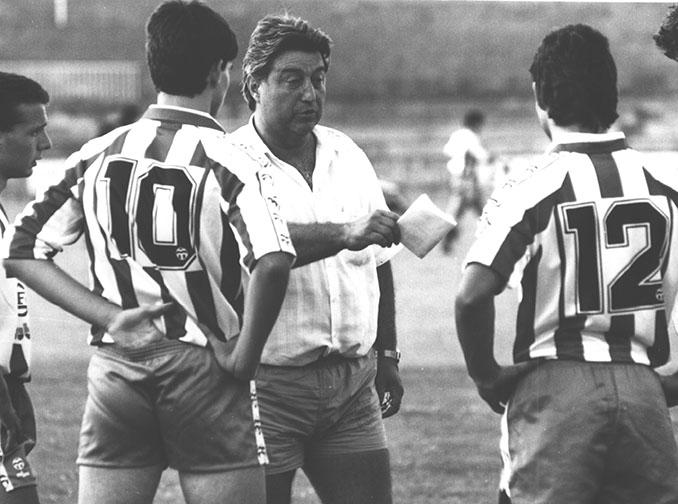 Xavi Agustí entrenando al Girona durante los años 80 - Odio Eterno Al Fútbol Moderno