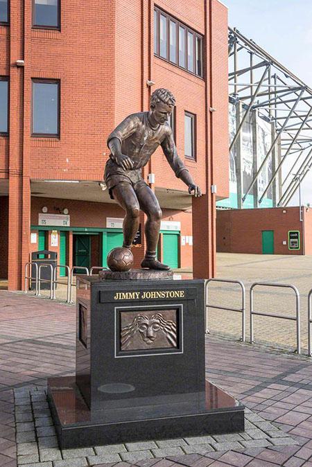 Estatua de Jimmy Johnstone en las afueras de Celtic Park - Odio Eterno Al Fútbol Moderno