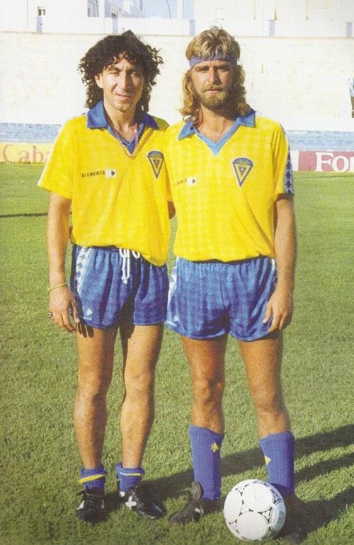 """""""Mágico"""" González y Juan Jose durante su etapa en el Cádiz en los años 80 - Odio Eterno Al Fútbol Moderno"""