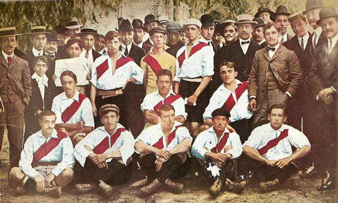 Camiseta de River Plate en 1904 - Odio Eterno Al Fútbol Moderno