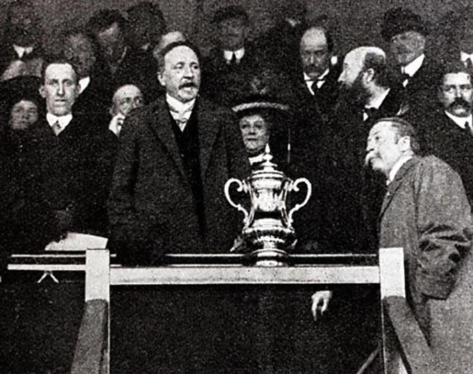 The Little Tin Idol, el antiguo trofeo de la FA Cup - Odio Eterno Al Fútbol Moderno
