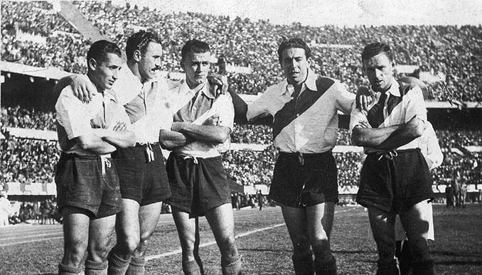 La camiseta de River Plate no se puede entender sin su característica franja roja - Odio Eterno Al Fútbol Moderno