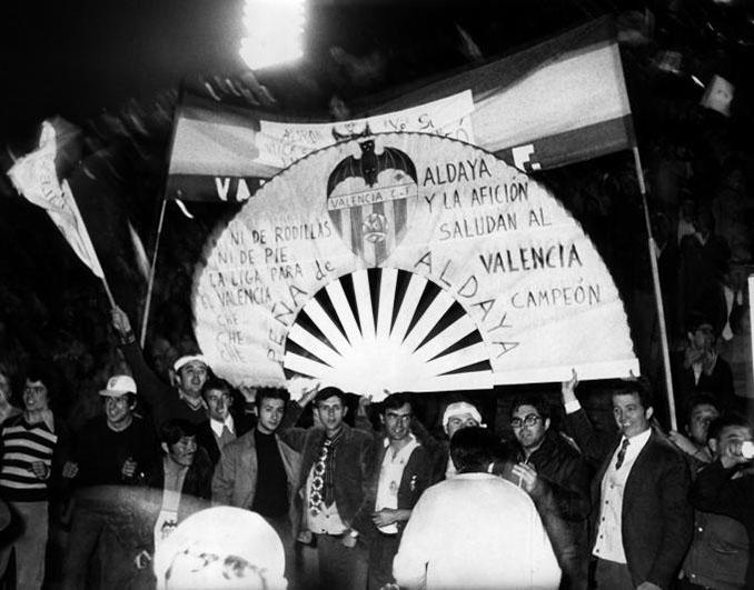 Futbolistas del Valencia celebrando la Liga de 1971 - Odio Eterno Al Fútbol Moderno