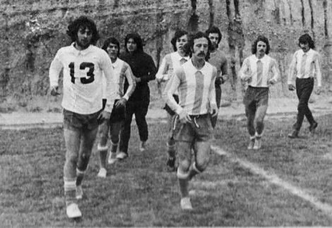 """Jugadores de la """"selección fantasma"""" entrenando - Odio Eterno Al Fútbol Moderno"""