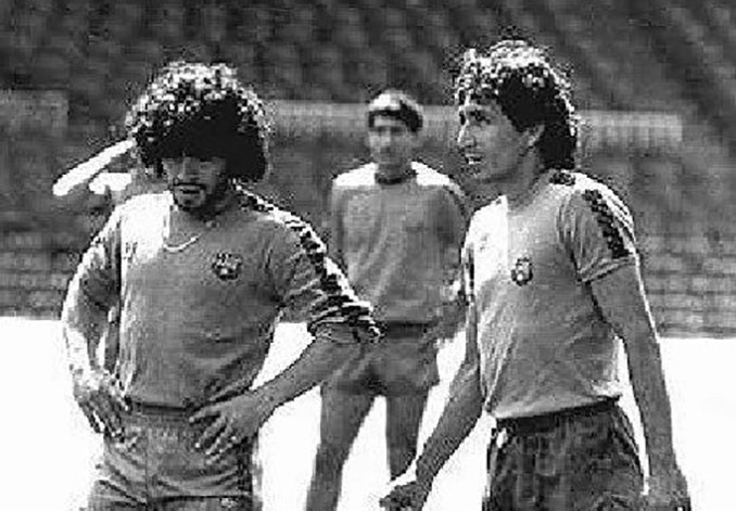 """Maradona y """"Mágico"""" González en un entrenamiento con el FC Barcelona - Odio Eterno Al Fútbol Moderno"""