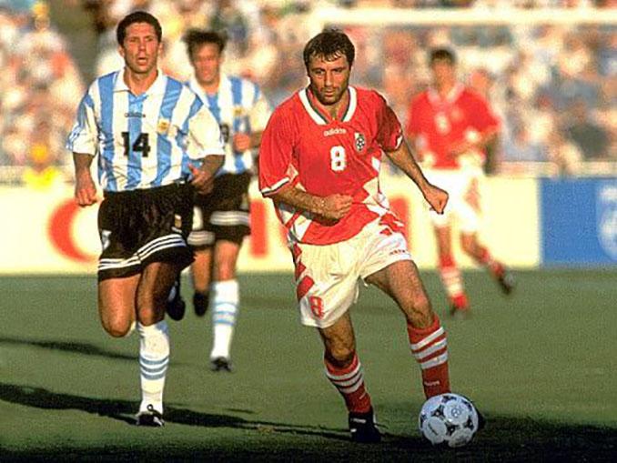 Stoichkov seguido por Simeone en el Argentina vs Bulgaria del Mundial 1994 - Odio Eterno Al Fútbol Moderno