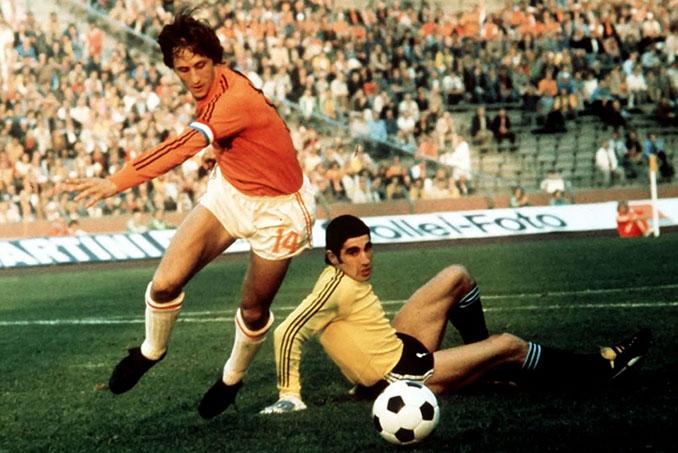 Cruyff en un partido dele Mundial de 1974 - Odio Eterno Al Fútbol Moderno