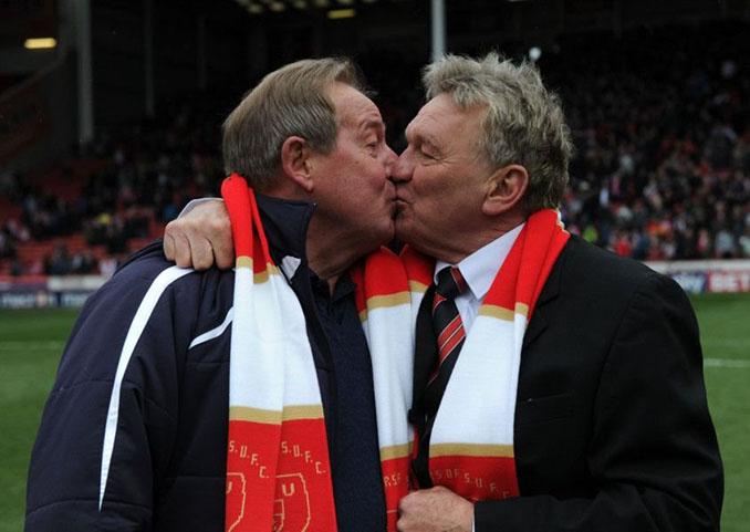 Tony Currie y Alan Birchenall rememoran su beso cada año - Odio Eterno Al Fútbol Moderno