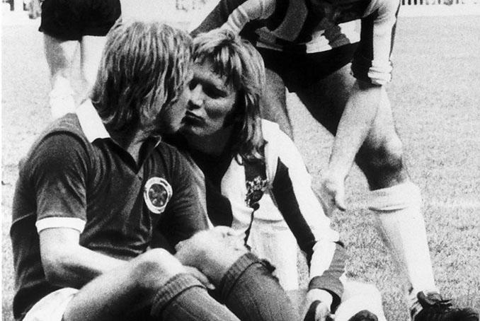 El beso de Tony Currie y Alan Birchenall - Odio Eterno Al Fútbol Moderno