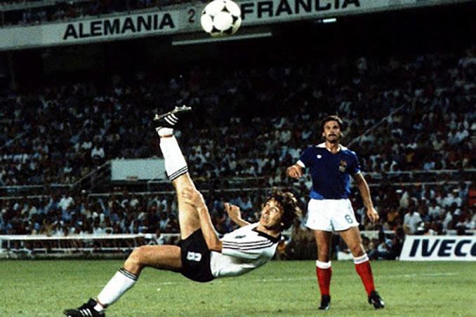 Fischer marcó el 3-3 definitivo en el Francia vs Alemania del Mundial de 1982 - Odio Eterno Al Fútbol Moderno