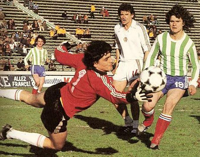Francia jugó ante Hungría en 1978 con la camiseta del Club Atlético Kimberley - Odio Eterno Al Fútbol Moderno