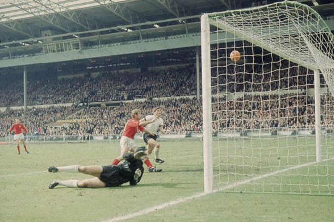 Geoff Hurst es el único futbolista que ha logrado un hat trick en una final de la Copa del Mundo - Odio Eterno Al Fútbol Moderno