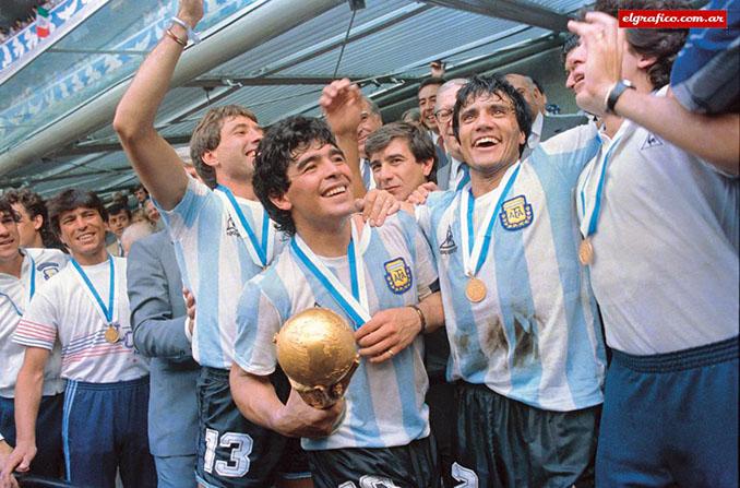 Futbolistas de Argentina celebrando el Mundial de 1986 - Odio Eterno Al Fútbol Moderno
