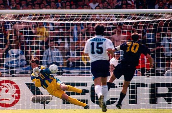 Seaman paró un penalti en el Inglaterra vs Escocia de la Eurocopa 1996 - Odio Eterno Al Fútbol Moderno
