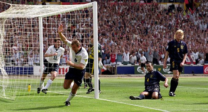 Shearer abrió el marcador en el Inglaterra vs Escocia de la Eurocopa 1996 - Odio Eterno Al Fútbol Moderno