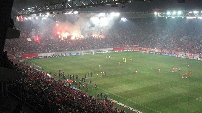 La afición del Estadio Georgios Karaiskakis es una de las más animosas del fútbol europeo - Odio Eterno Al Fútbol Moderno