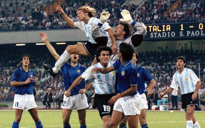 Italia vs Argentina de las semifinales del Mundial de 1990 disputado en San Paolo - Odio Eterno Al Fútbol Moderno